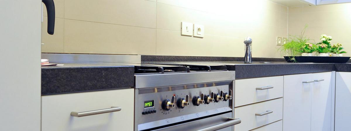 Keukenrenovatie Bedrijf : Badkamer en keukenrenovatie Habitat Construct Wingene
